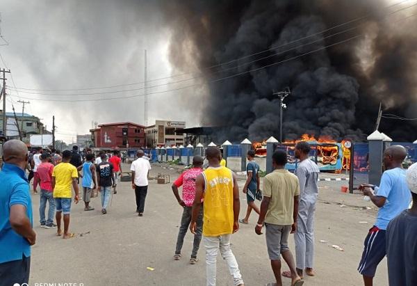 Hoodlums Set Fleet Of BRT Buses Ablaze In Berger, Lagos